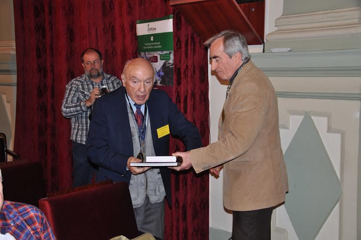 A két ünnepelt jubiláns, dr. Baksa Csaba és dr. Zelenka Tibor, mindketten az egykori OÉÁ vezető geológusai