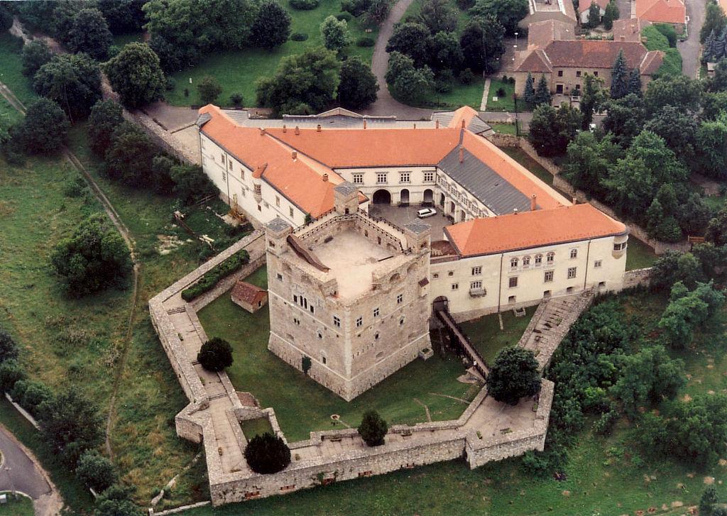 Forrás: https://hu.wikipedia.org/wiki/S%C3%A1rospatak#/media/File:S%C3%A1rospatak_-_Castle.jpg