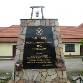 https://www.kozterkep.hu/~/20467/Banyasz_Emlekmu_Sajokaza_2005.html